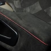 چسب کابین یک خودرو
